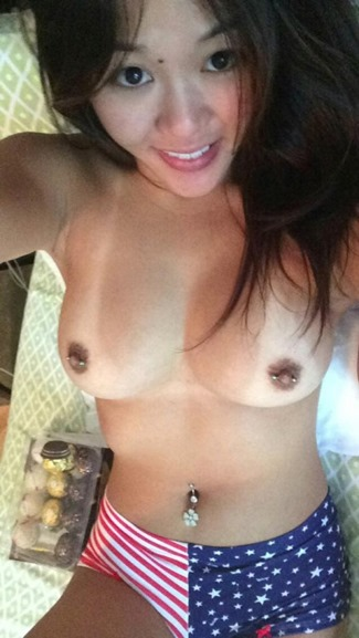asian-naked-selfie